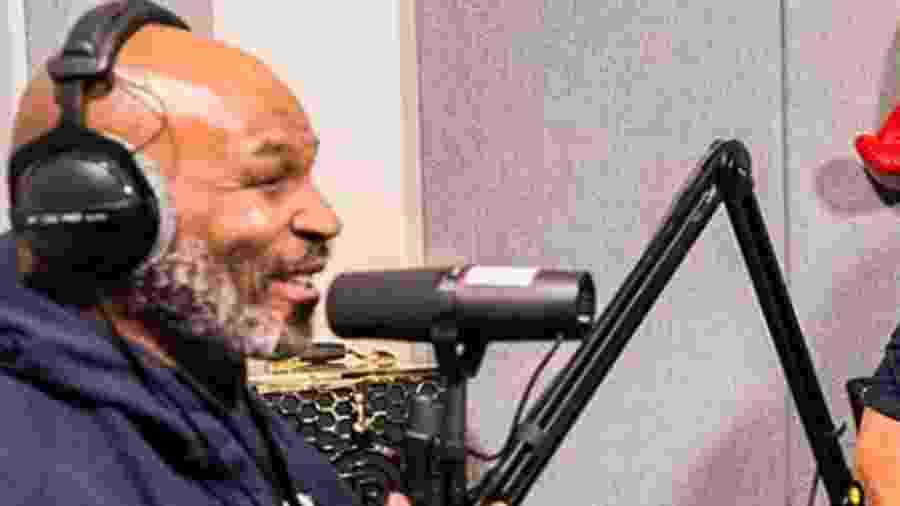 """Mike Tyson durante a gravação do podcast, """"Hotboxin com Mike Tyson"""" - Reprodução/Instagram"""