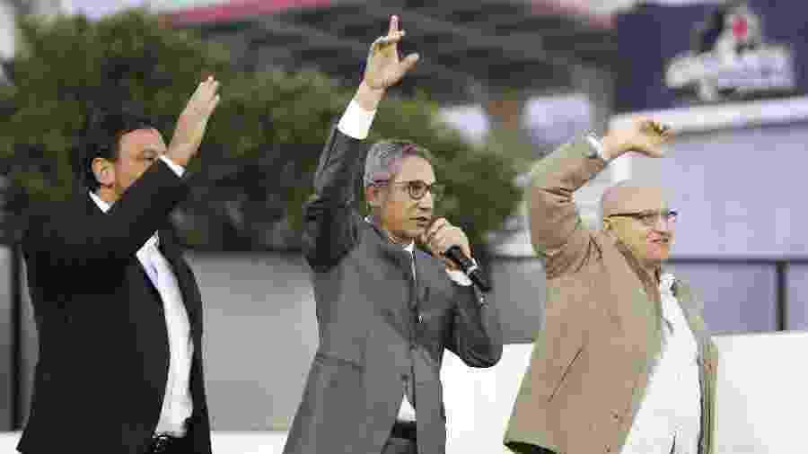 Presidente do Vasco, Alexandre Campello (centro) em comemoração de aniversário do Vasco ano passado ao lado de dirigentes - Rafael Ribeiro / Site oficial do Vasco