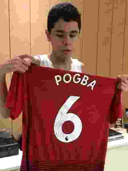 Pogba enviou camisa autografada para Nickollas Grecco - Reprodução / Instagram