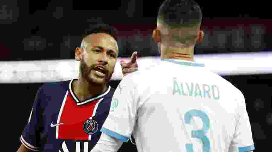 Neymar discute com Alvaro Gonzalez - Gonzalo Fuentes/Reuters