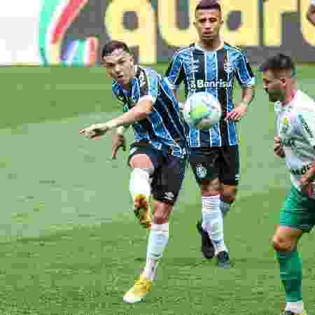 Pepê tenta finalização em duelo do Grêmio contra o Cuiabá pela Copa do Brasil - Fernando Alves/Fernando Alves/AGIF