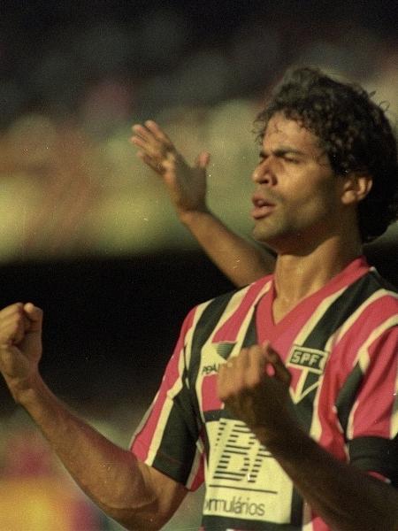 Raí, do São Paulo, comemora gol contra o Corinthians, no Paulista de 1991 - Arquivo/Folhapress