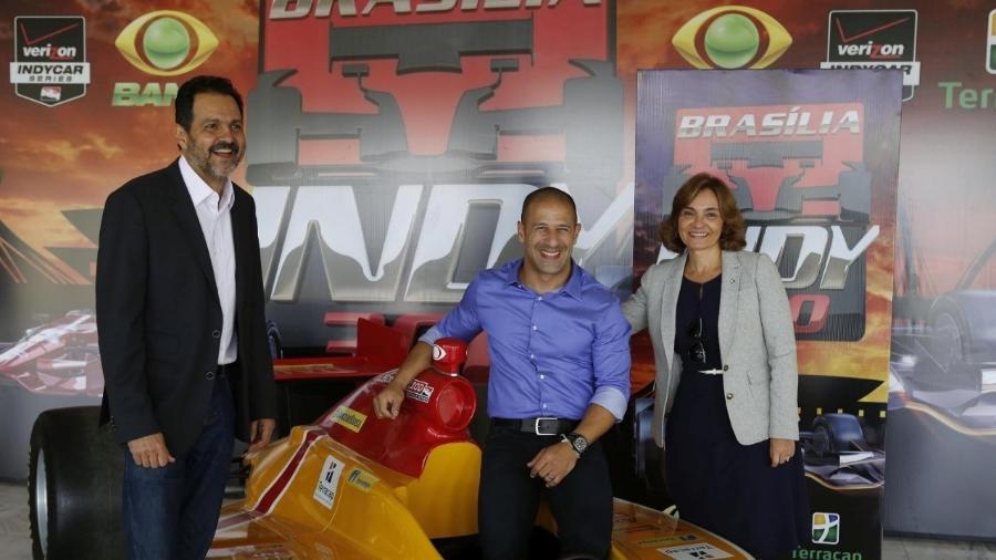 Ex-governador do DF Agnello Queiroz, o piloto Tony Kanaan e a ex-presidente da Terracap Maruska Lima, no lançamento da Fórmula Indy em Brasília em 2014 - Dênio Simões / Divulgação/Governo do DF