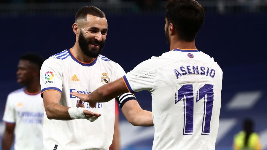 Benzema e Asensio comemoram gol do Real Madrid contra o Mallorca pelo Campeonato Espanhol - REUTERS