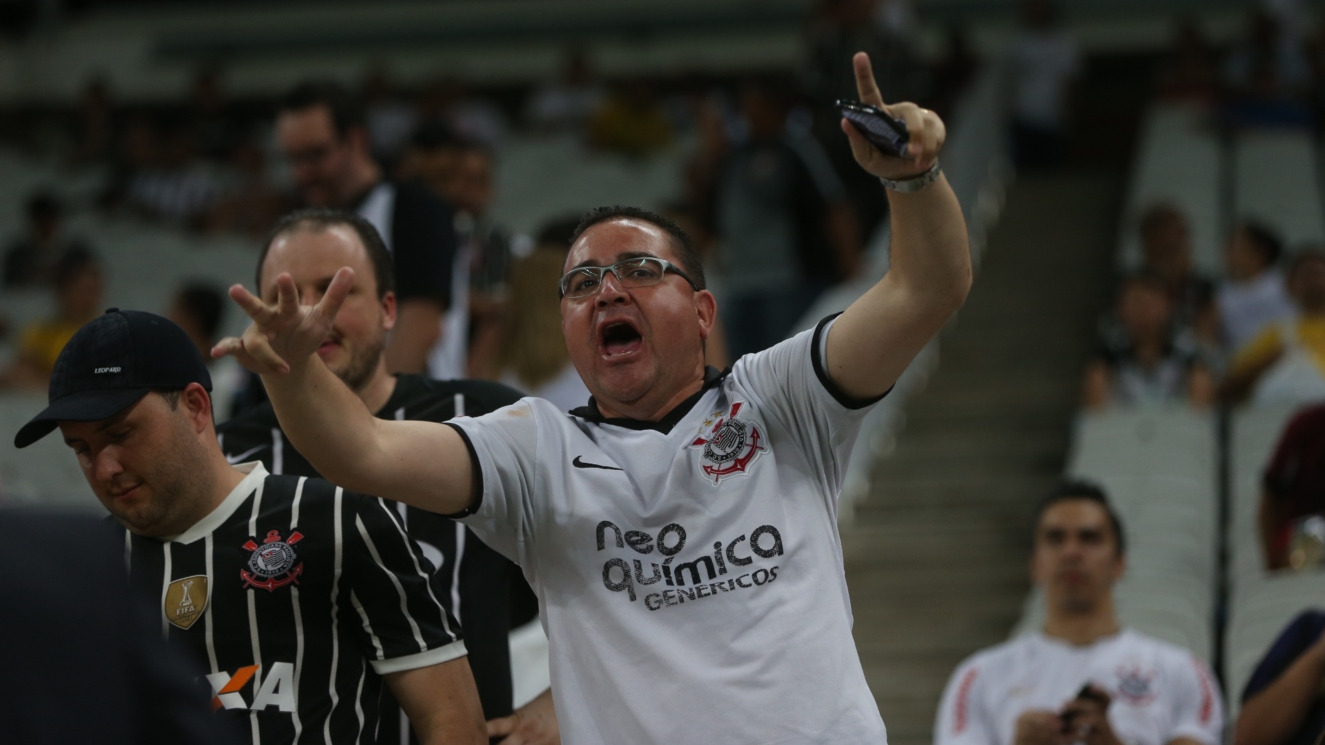 Torcedor acompanha partida entre Corinthians e Goiás na Arena Corinthians pela 30ª rodada do Campeonato Brasileiro