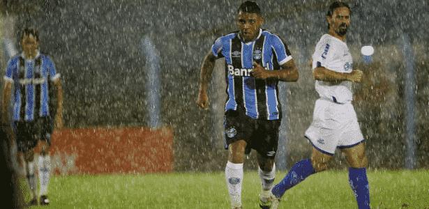 Wallace Oliveira (foto) deve ganhar sequência no Grêmio com provável gancho de Edílson - Lucas Uebel/Grêmio