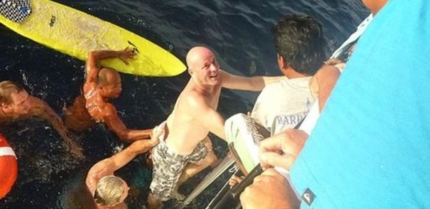 Brett Archibald foi resgatado após nadar por 28 horas em mar aberto