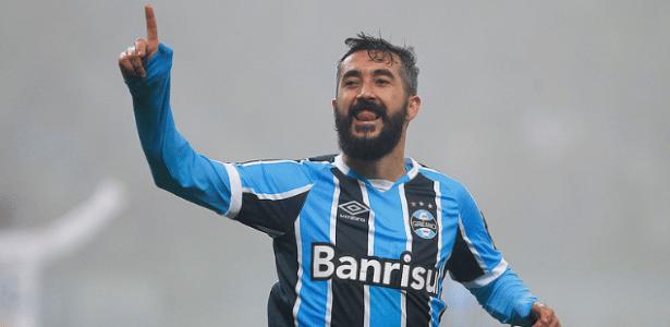Douglas foi parado por protestantes nas proximidades do CT Luiz Carvalho, do Grêmio - Lucas Uebel/Grêmio