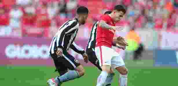 Atacante de lado, Gustavo Ferrareis vai para o Botafogo por empréstimo de um ano - Ricardo Duarte/SC Internacional