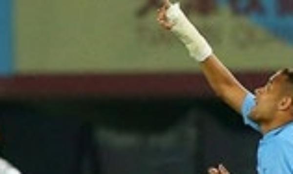 Geuvânio, ex-Santos, comemora gol na segunda divisão da China