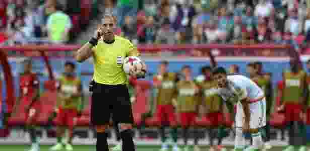 Árbitro aciona o vídeo na Copa das Confederações; CBF vai bancar recurso - EFE/EPA/MARIO CRUZ