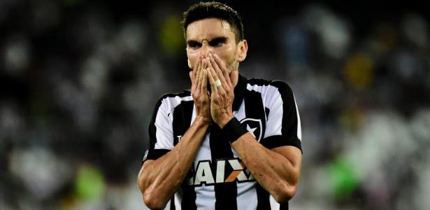 Pimpão foi de xodó da torcida na Libertadores a vaiado pelas más atuações em 2017