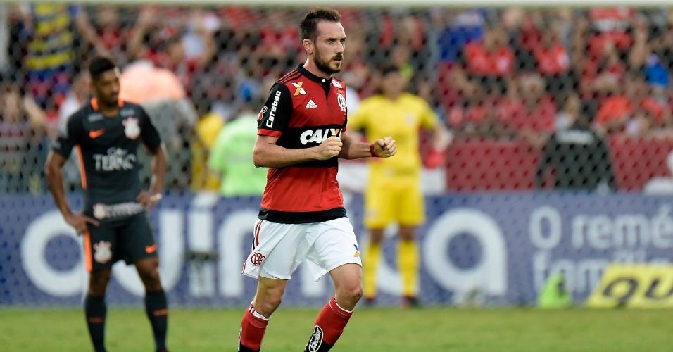 Mancuello em ação pelo Flamengo na partida contra o Corinthians