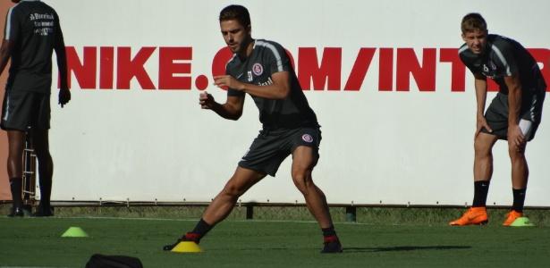 Claudio Winck, lateral direito do Internacional, em treinamento no CT do clube