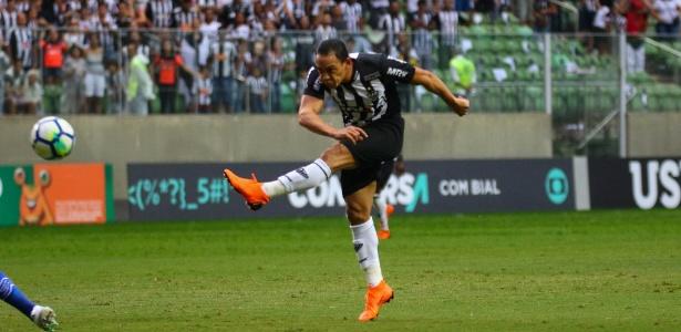 Atacante Ricardo Oliveira perdeu boas chances e andou devendo nas últimas partidas
