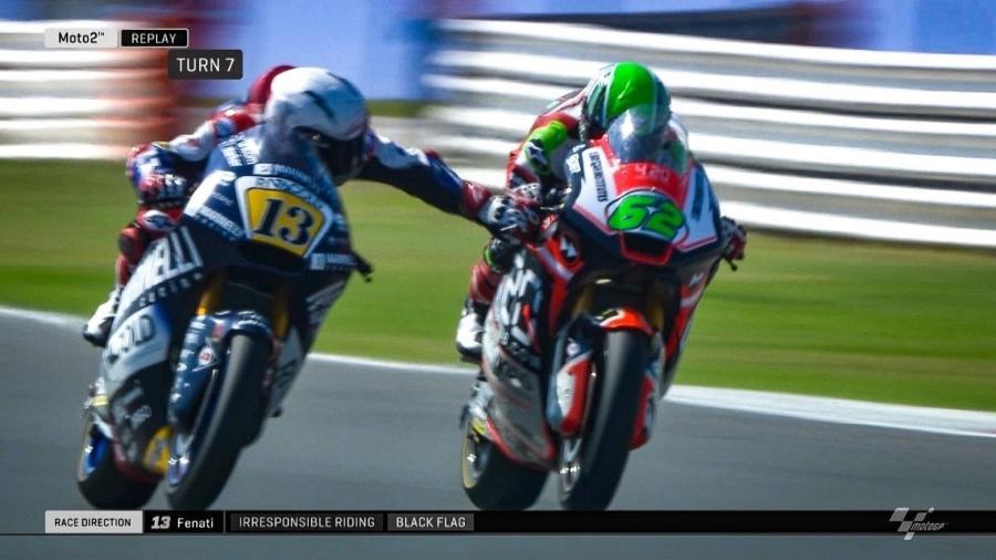 Piloto da Moto2 puxa freio de adversário durante a corrida - Reprodução
