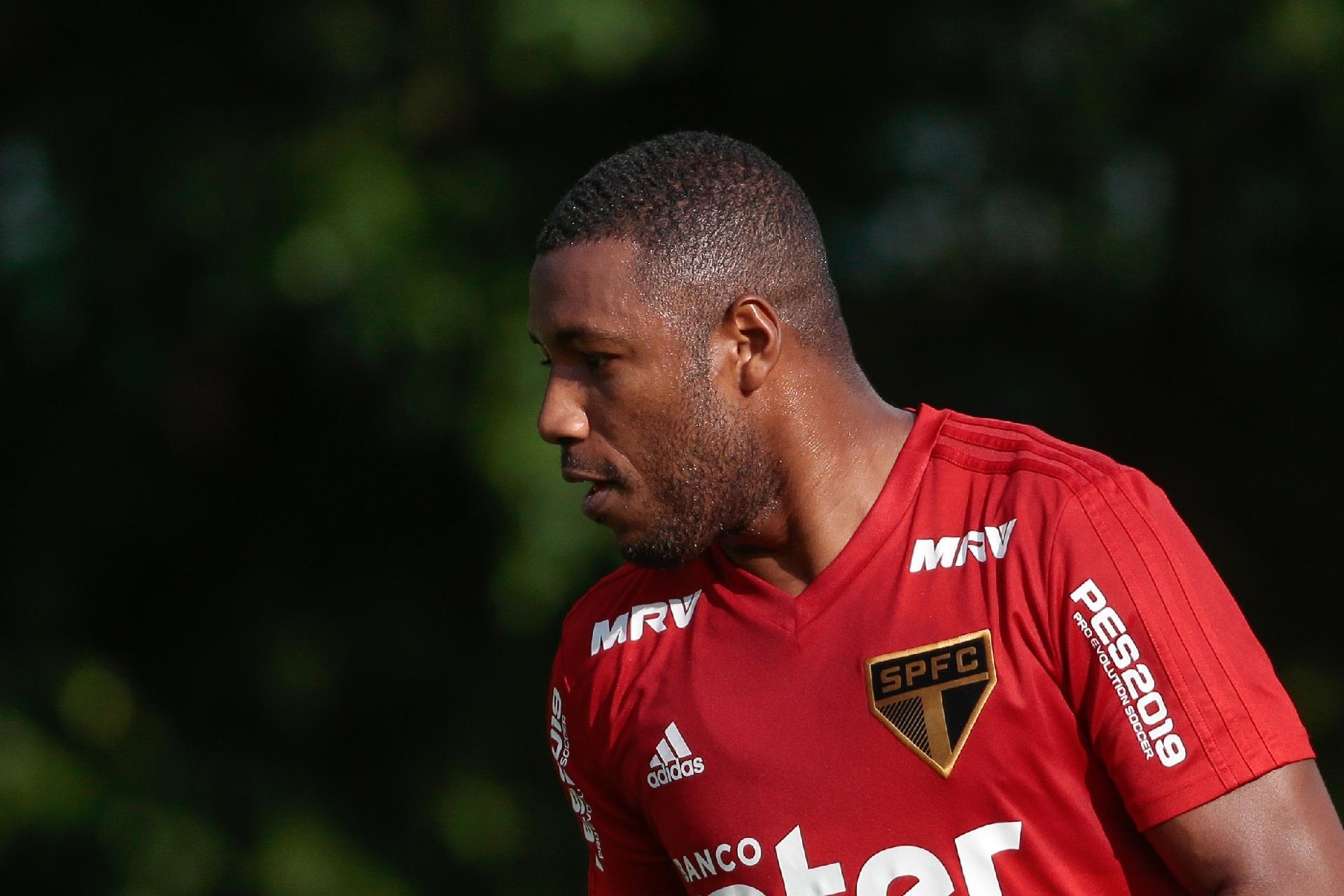 SPFC  Jucilei tenta renascer no São Paulo em posição encontrada por Cuca 1537909a100c7