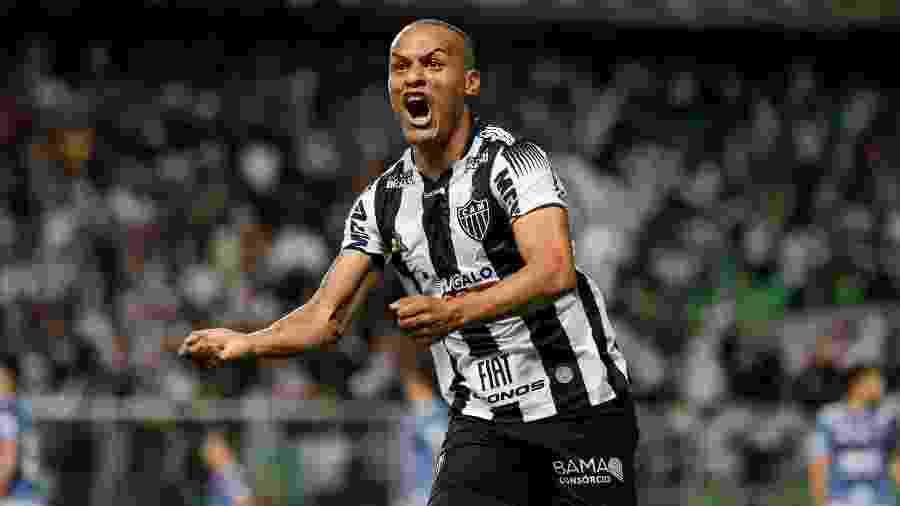 Lateral direito desbancou Guga no setor e viu seu futebol crescer com Rodrigo Santana - Bruno Cantini/Atlético-MG
