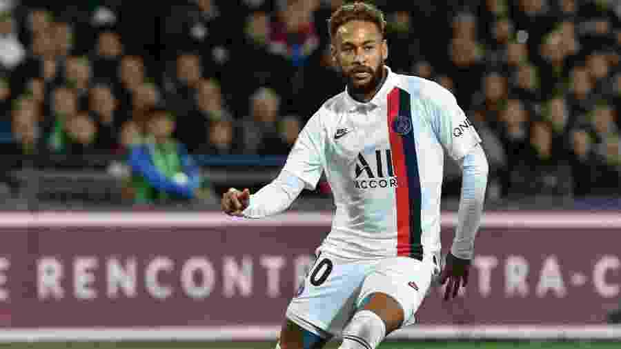 Neymar em ação na partida do PSG contra o Montpellier - Pascal GUYOT / AFP