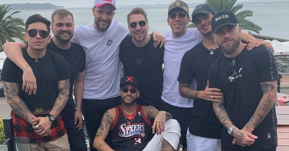 Neymar com os parças no Uruguai