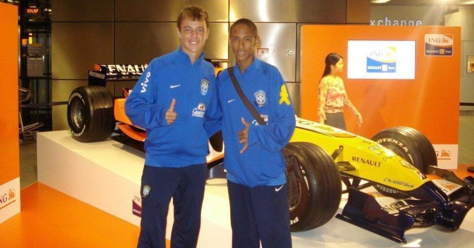 Geovane, ex-meia do Santos, ao lado de Neymar na seleção brasileira de base