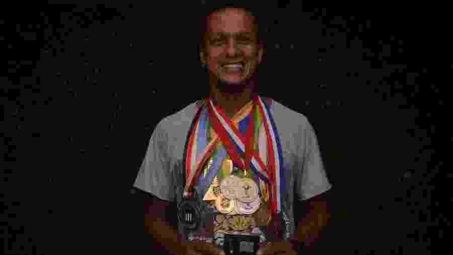 Todo o peso das medalhas de Souza, agora a serviço do Murici, líder do Alagoano  - Bruno Fernandes/UOL