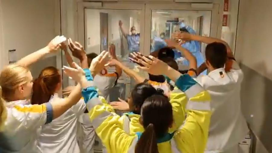 """Equipe de hospital holandês canta """"You""""ll Never Walk Alone"""" como motivação na luta contra o coronavírus - Reprodução/ Youtube"""
