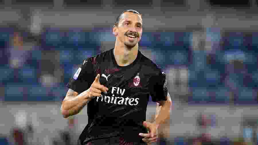 Ibrahimovic comemora gol do Milan sobre a Lazio pelo Italiano - REUTERS/Alberto Lingria