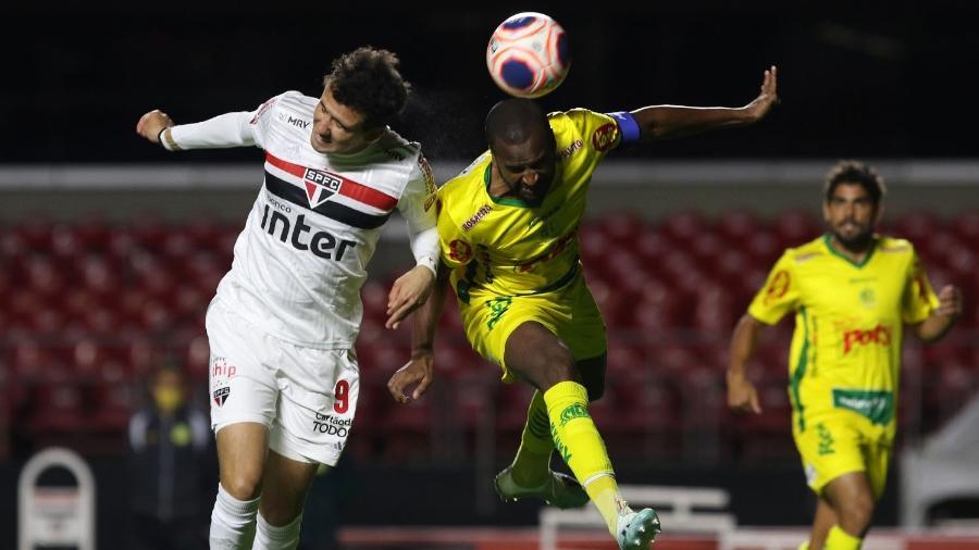 Disputa durante a partida entre São Paulo e Mirassol, em 29 de julho de 2020 - Rubens Chiri / saopaulofc.net