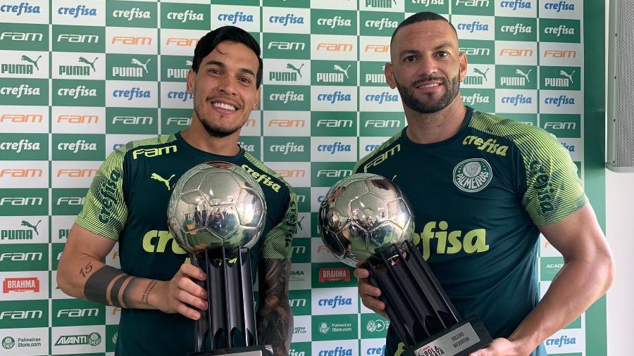 Gustavo Gomez e Weverton, do Palmeiras, recebem troféu Bola de Prata, da ESPN Brasil - Reprodução/Twitter/Palmeiras