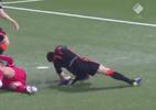 Holandês sofre lesão em lance impressionante nas Eliminatórias; veja - Reprodução
