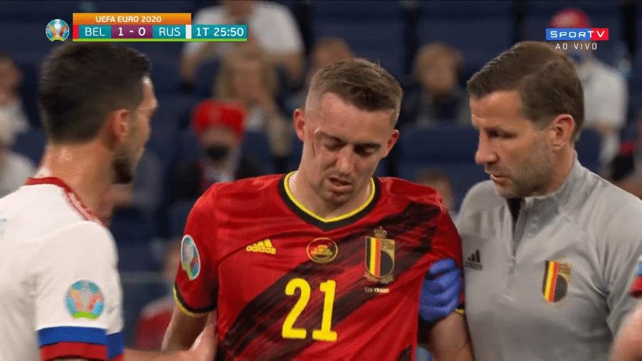 """Timothy Castagne, da Bélgica, ficou com """"galo"""" gigante na cabeça após choque com Kuzyaev, da Rússia - Reprodução/SporTV"""