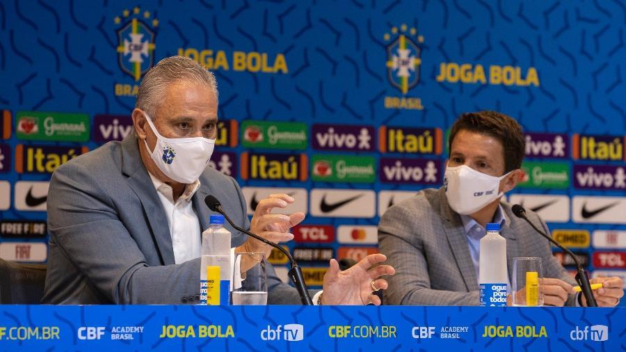 Tite e Juninho Paulista durante a convocação da seleção brasileira nesta sexta-feira (13) - Lucas Figueiredo/CBF