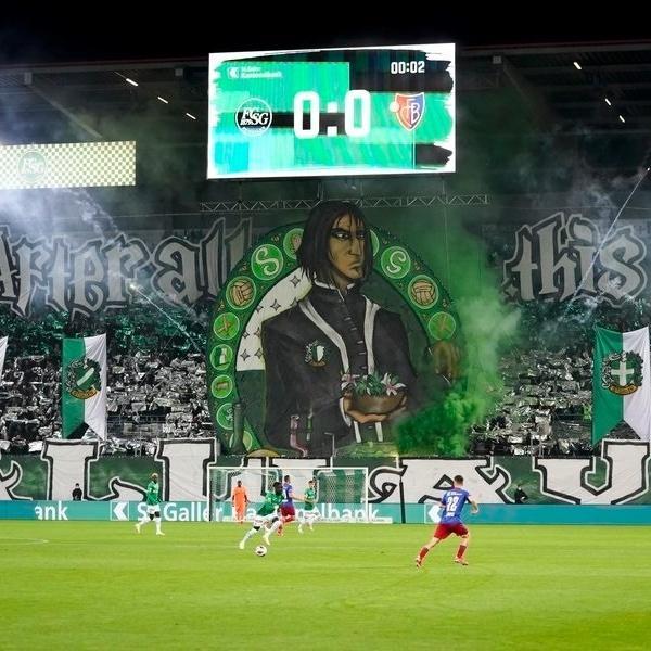 Torcida do St. Gallen, na Suíça, exibiu bandeirão inspirado no personagem Snape, da saga Harry Potter