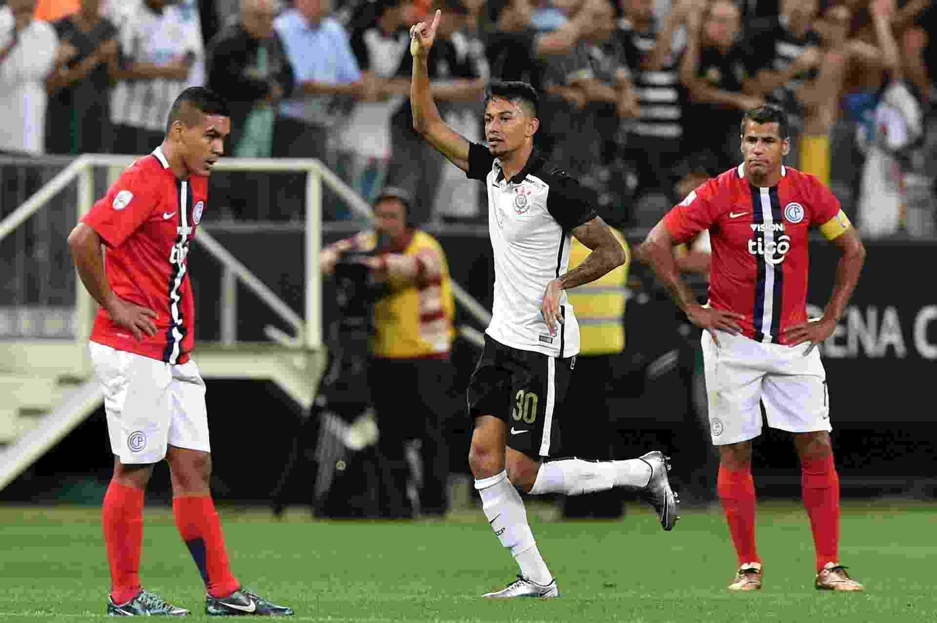 Lucca comemora o seu gol marcado pelo Corinthians contra o Cerro Porteño, na Libertadores - AFP PHOTO / Nelson ALMEIDA
