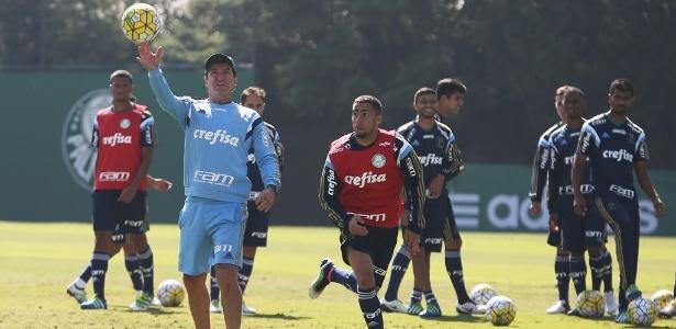 Cuca comanda treino do Palmeiras na manhã desta terça-feira