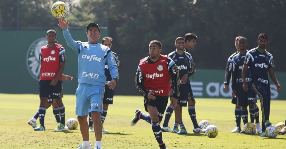 Cuca comanda treino técnico na Academia de Futebol do Palmeiras
