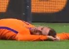 Atacante da Holanda desmaia após dividida com goleiro em amistoso - Reprodução