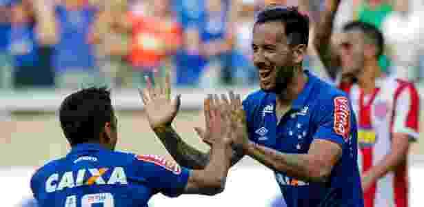 Cruzeiro acerta renovação de contrato com argentino Ariel Cabral ... 44fa754d97ff0