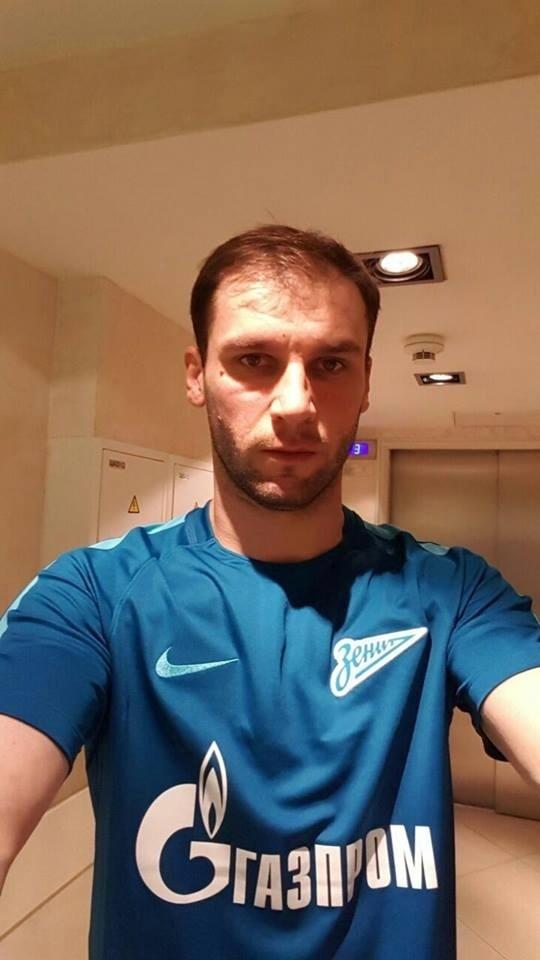 Branislav Ivanovic publica foto com a camisa de treino do Zenit St. Petersburg