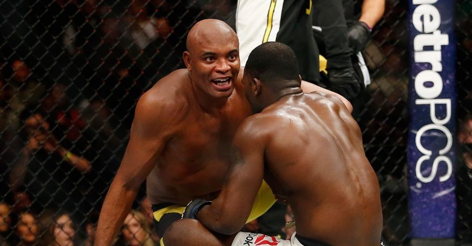 Anderson Silva cumprimenta Brunson logo após vencê-lo no UFC 208
