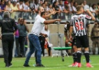 Roger explica estratégia defensiva e aprova atuação do Atlético no clássico