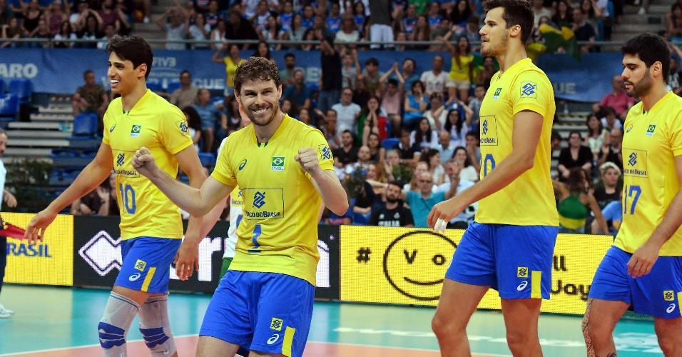 Bruninho comemora ponto do Brasil sobre a Itália