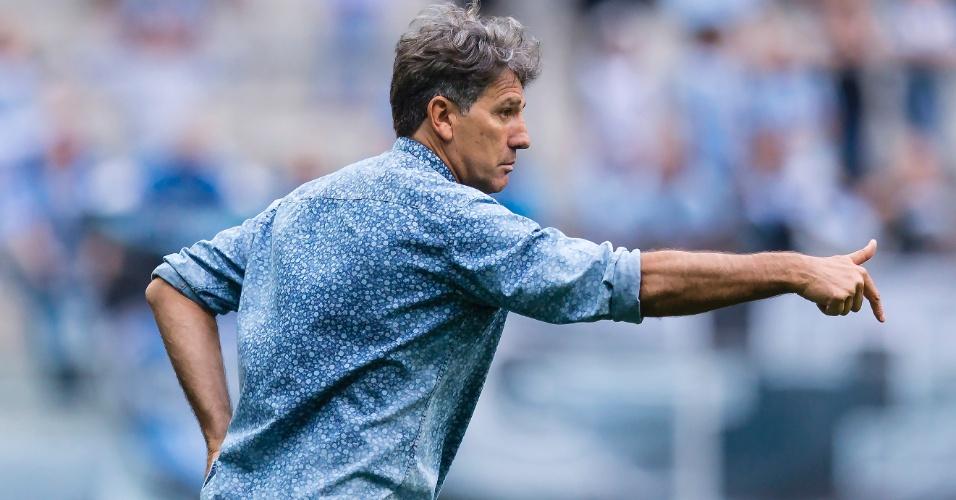 Renato Gaúcho orienta o Grêmio contra o Flamengo