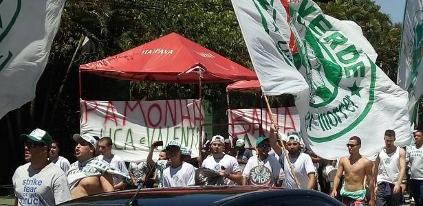 Mancha manteve a ideia do protesto e atacou pamonhas e pipocas no ônibus palmeirense