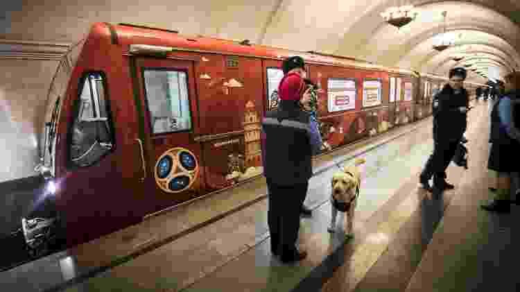 Policiais russos em estação de metrô de Moscou - Mladen Antonov/AFP - Mladen Antonov/AFP