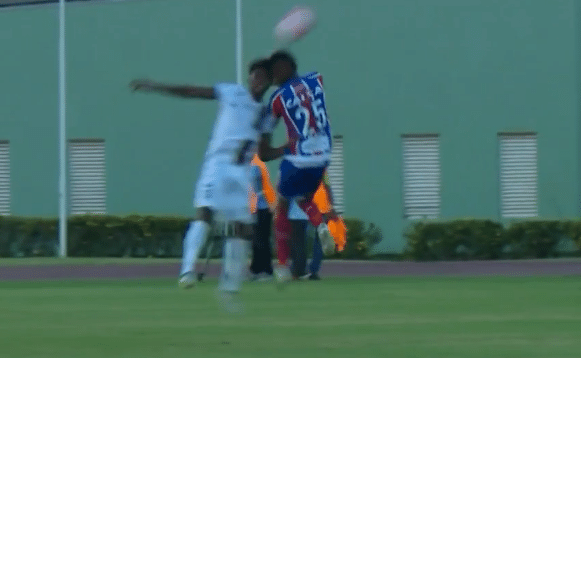 Dinda e Everson chocam-se de cabeça no jogo entre Bahia e Fluminense-BA