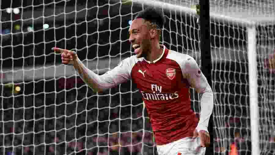 """Aubameyang comemora gol com a camisa do Arsenal, clube em que está desde 2018 - Tony O""""Brien/Reuters"""