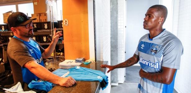 Maicosuel chegou ao Grêmio, que tem dificuldades com preços altos