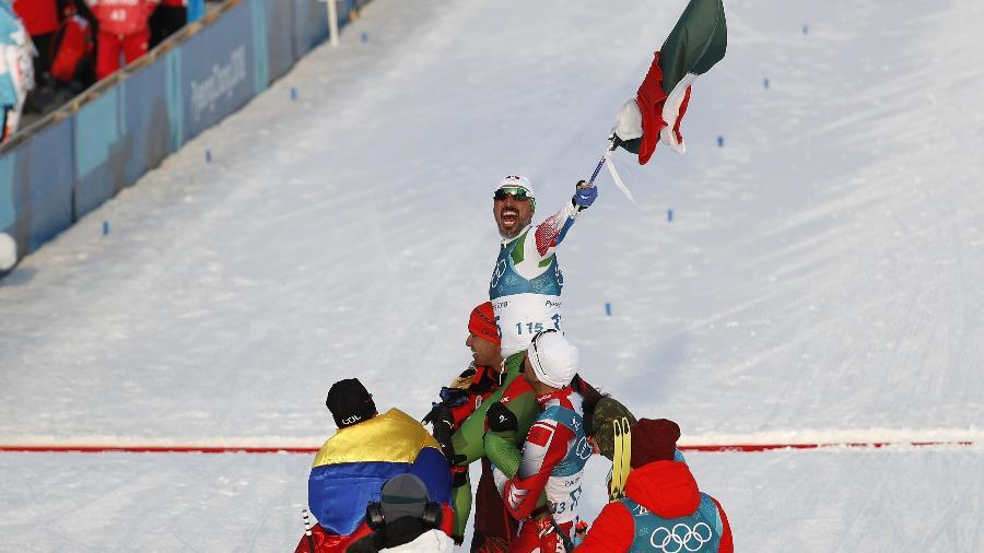 German Madrazo começou a esquiar em janeiro de 2017; na Coreia do Sul, foi recebido com festa por adversários - Murad Sezer/Reuters
